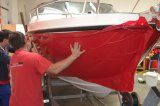 Červená metalická folie na boky a záď lodě